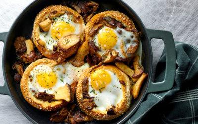 Gevulde broodjes met champignons en eieren